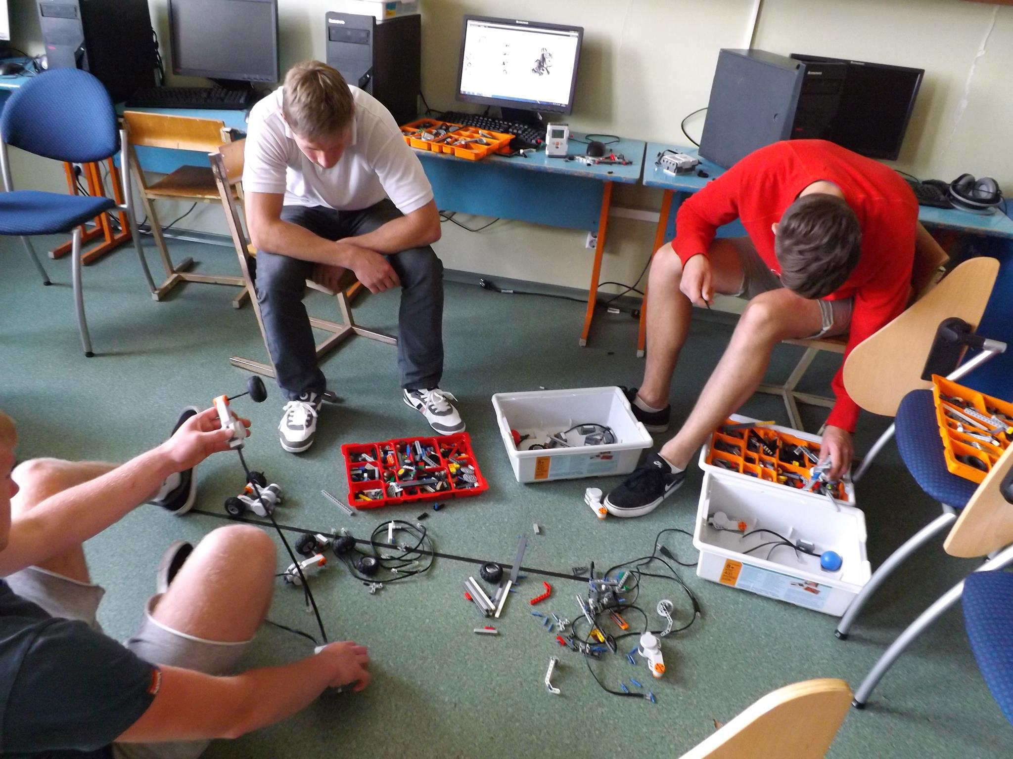 Robotikos stovykla gimnazijoje
