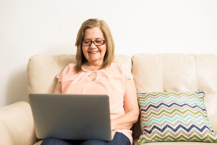Likite ir judėkite namuose: svarbiausi aktyvumo pratimai ir patarimai senjorams