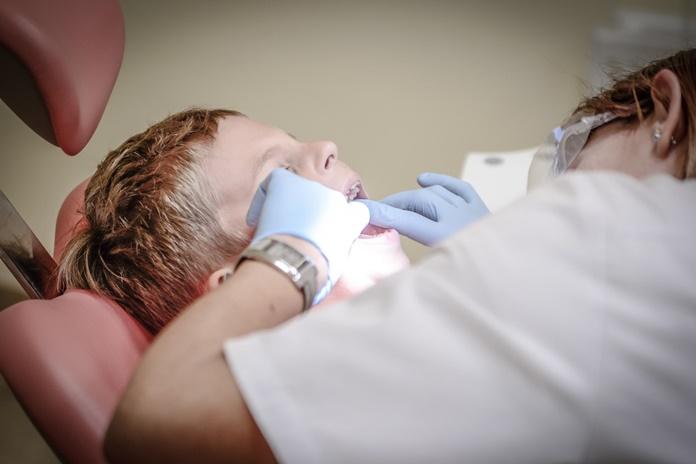 VMI siunčia laiškus odontologams, o savo svetainėje skelbia, kiek jie vidutiniškai uždirba