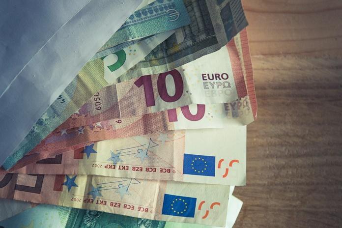"""Į """"vokelius"""" fermos darbuotojams galimai įdėjo nuo 20 iki 500 eurų"""