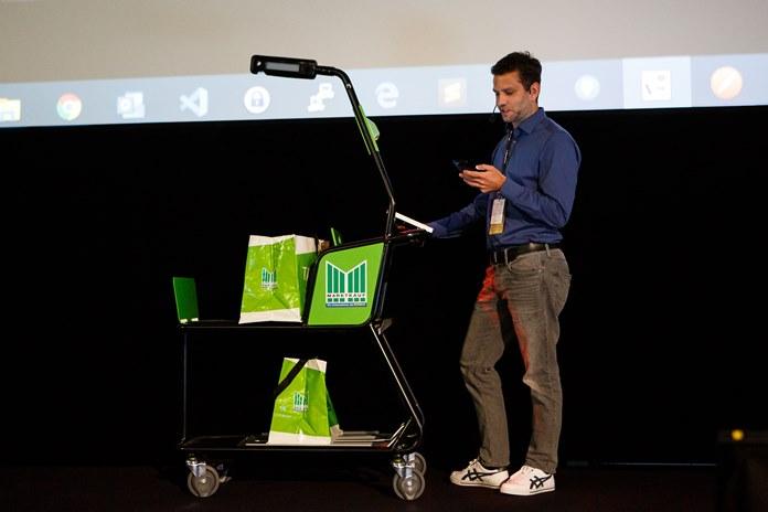Lietuvoje pristatomas išmanusis pirkinių vežimėlis – sustoti prie kasos nebereikės