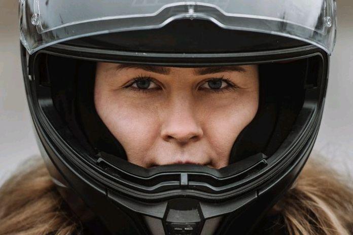Pavežėja dirbanti motociklininkė: nėra nieko vertingiau už laisvę